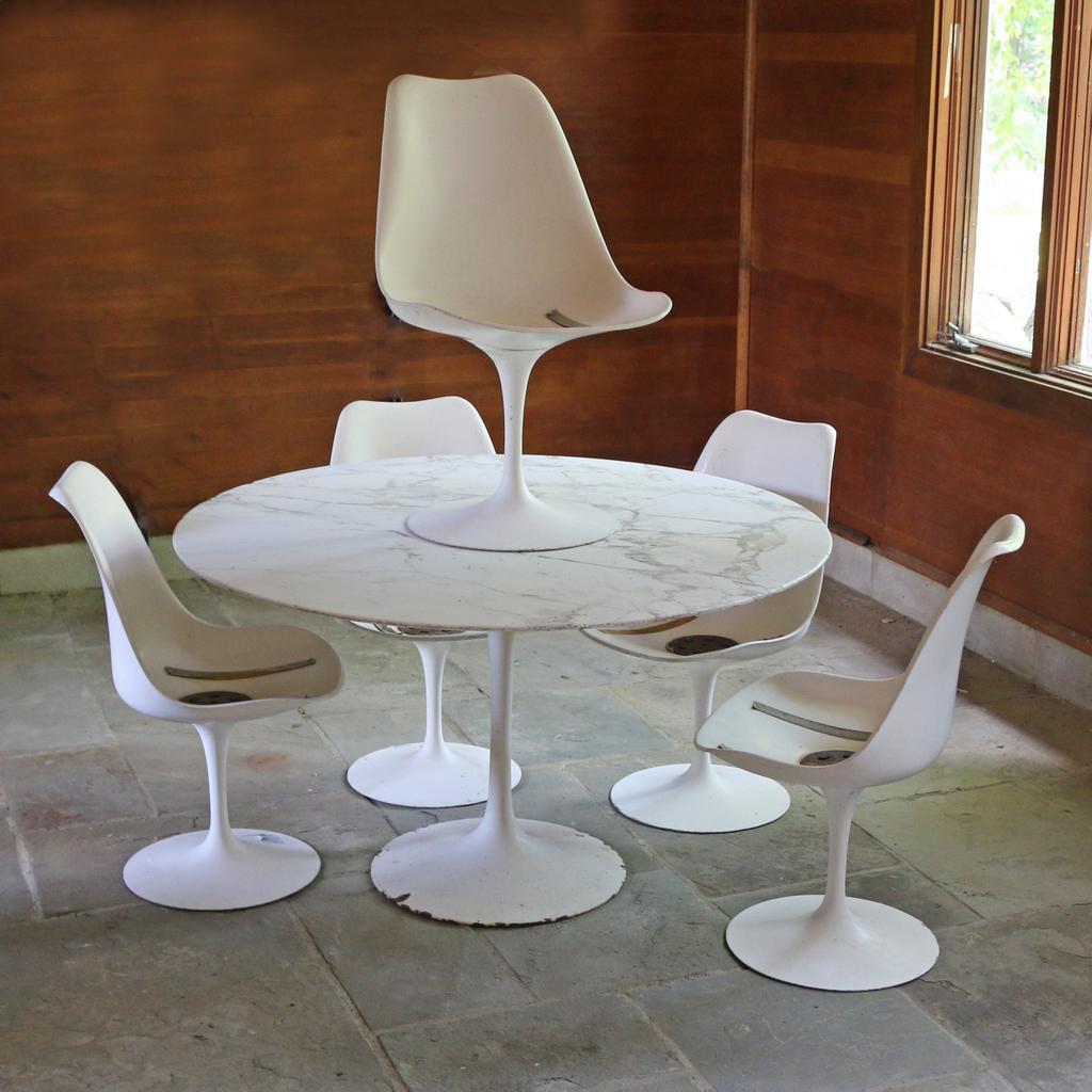 (6pc) EERO SAARINEN TULIP TABLE U0026 CHAIRS Part 7
