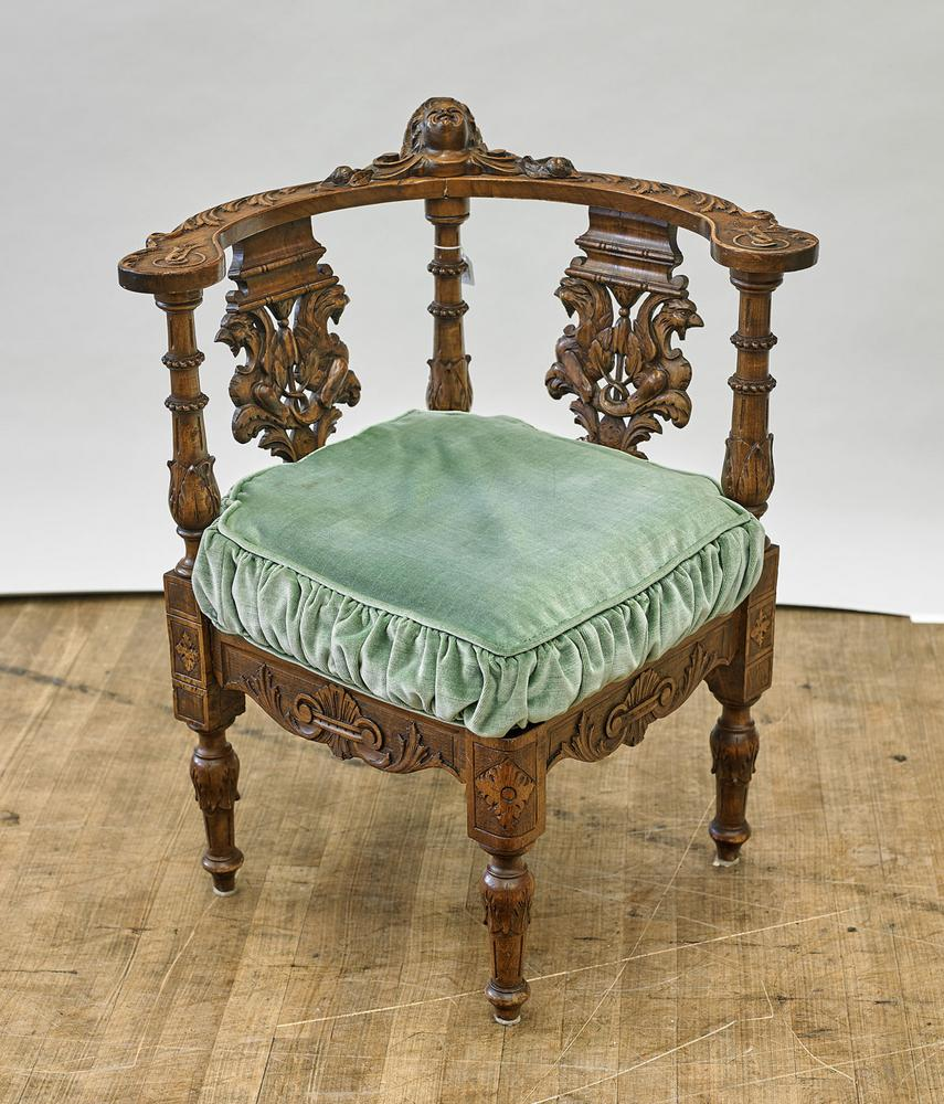 Terrific Antique Continental Carved Wood Corner Chair Creativecarmelina Interior Chair Design Creativecarmelinacom