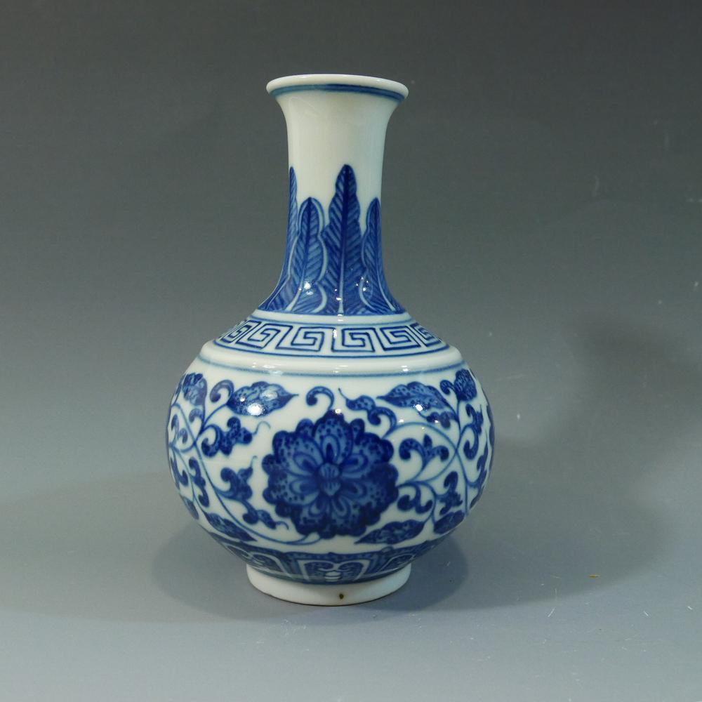 Antique chinese imperial blue white porcelain vase qianlong mark antique chinese imperial blue white porcelain vase qianlong mark period reviewsmspy