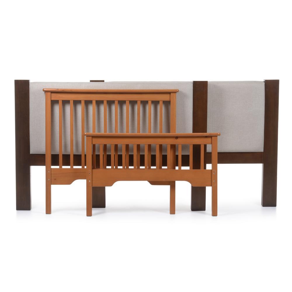 Lote de muebles. Siglo XX. Elaborados en madera. Consta de: a) Par ...
