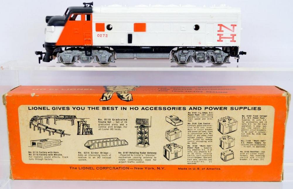 Lionel postwar HO 0533-1 New Haven F9 diesel locomotive in original box