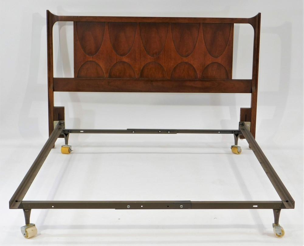 timeless design 94d28 e89b0 Broyhill Brasilia MCM Wood Carved Bed Frame