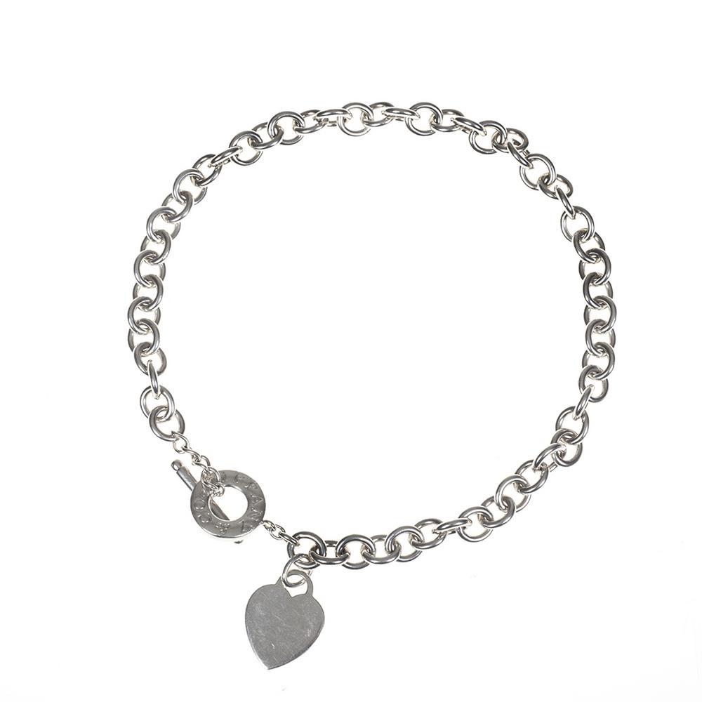 c1e5cd74517f Gargantilla. Elaborado en plata .925. De la firma Tiffany   Co. Diseño de  eslabón con dije de corazón. Peso  74.2 g.