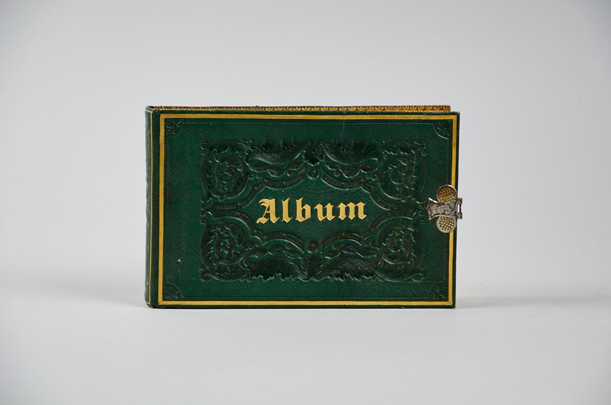 ALBUM AMICORUM –