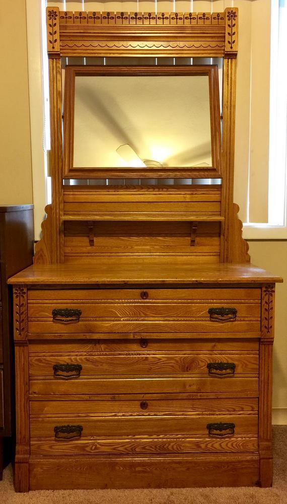 Honey Oak 3 Drawer Dovetail Dresser