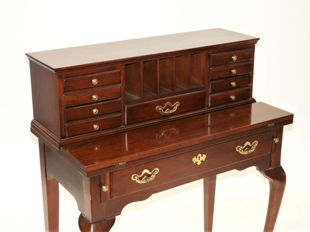 Queen Anne Desk >> Thomasville Mahogany Queen Anne Style Lady S Desk